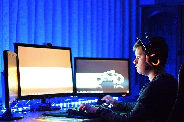 komputerowa gra wieloosobowa