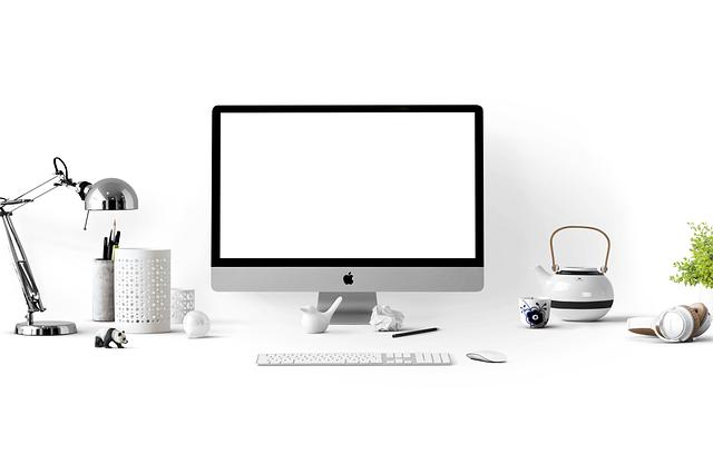 komputer z monitorem